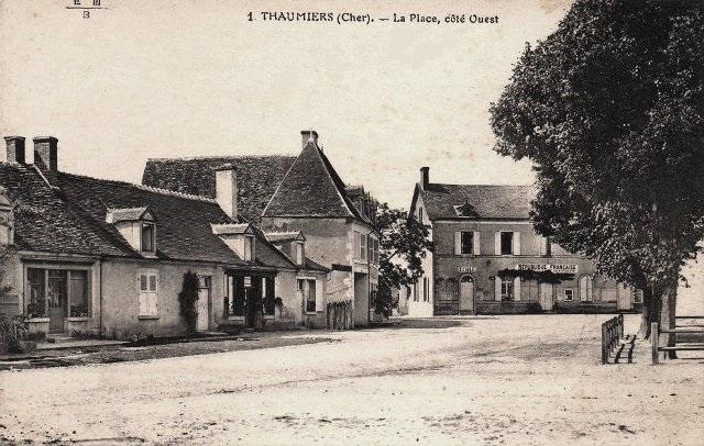 Thaumiers (18) La place CPA