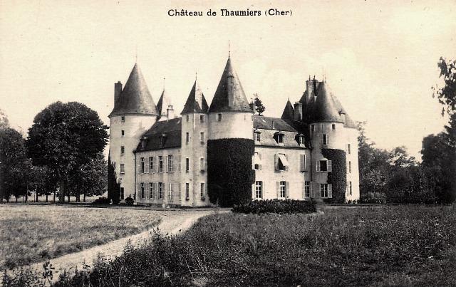 Thaumiers (18) Le château CPA