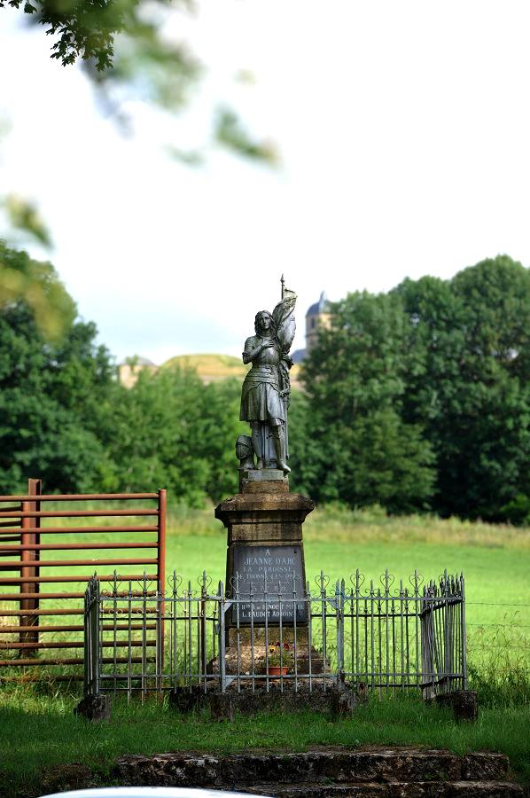 Thonne-les-Prés (Meuse) La statue de Jeanne d'Arc