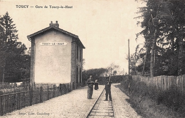 Toucy (89) La gare de Toucy-le-haut CPA