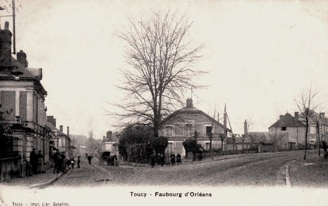 Toucy (89) Le faubourg d'Orléans CPA