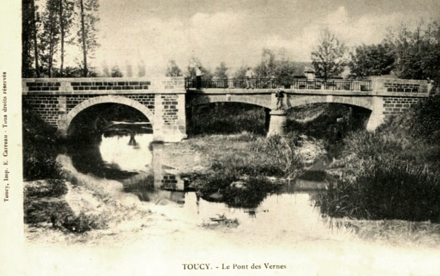 Toucy (89) Le pont des Vernes CPA