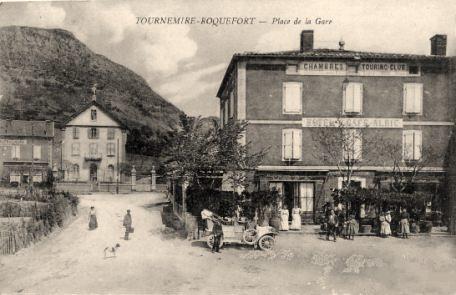 Tournemire (Aveyron) CPA La Place de la Gare  en 1910