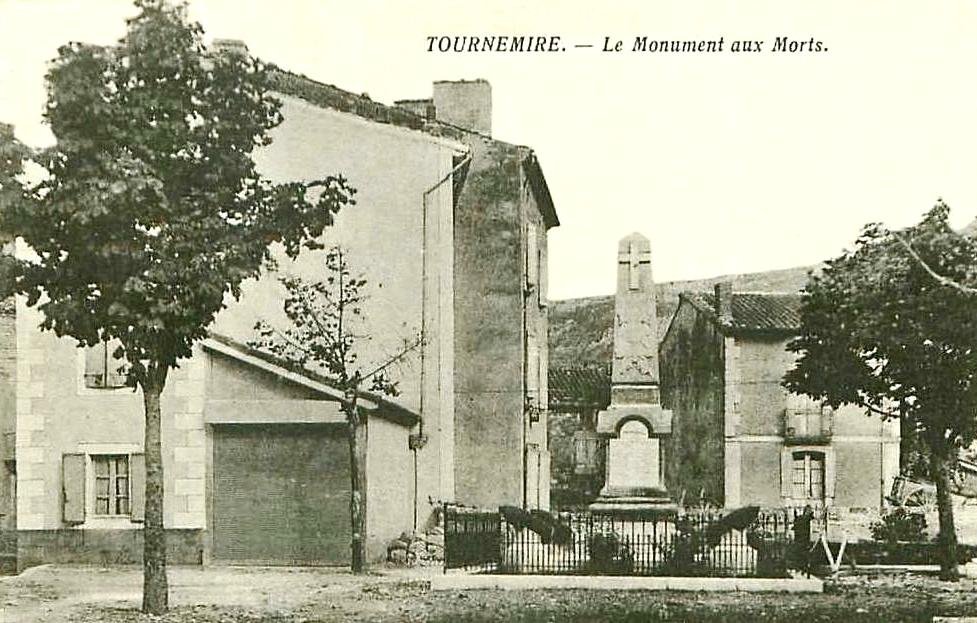 Tournemire (Aveyron) CPA Le monument aux morts
