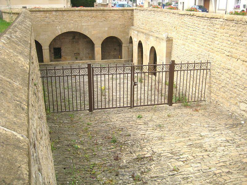 Tressange (Moselle) Bure, la fontaine souterraine