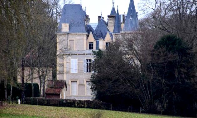 Urzy (Nièvre) Le château de Luanges