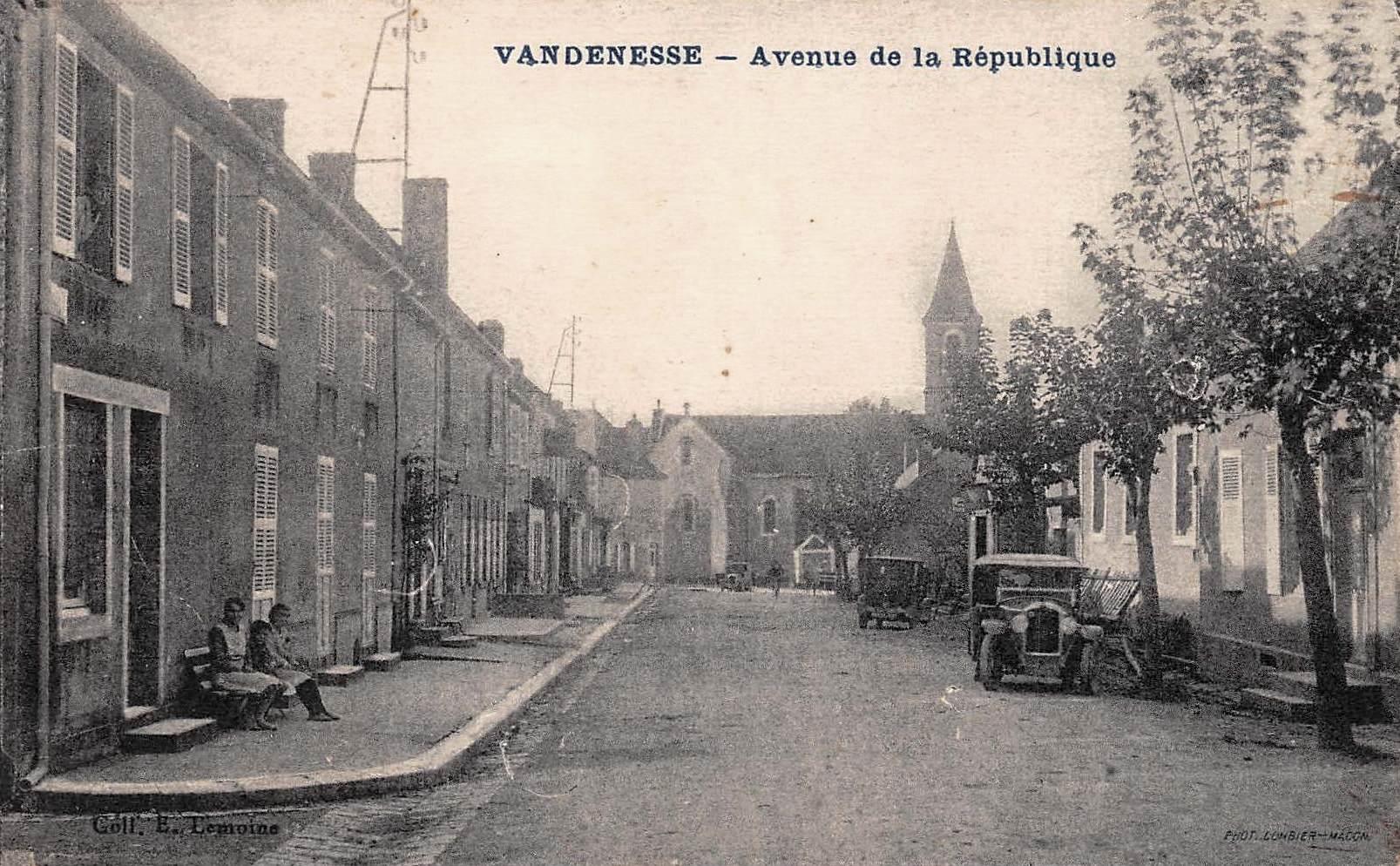 Vandenesse (Nièvre) L'avenue de la République CPA