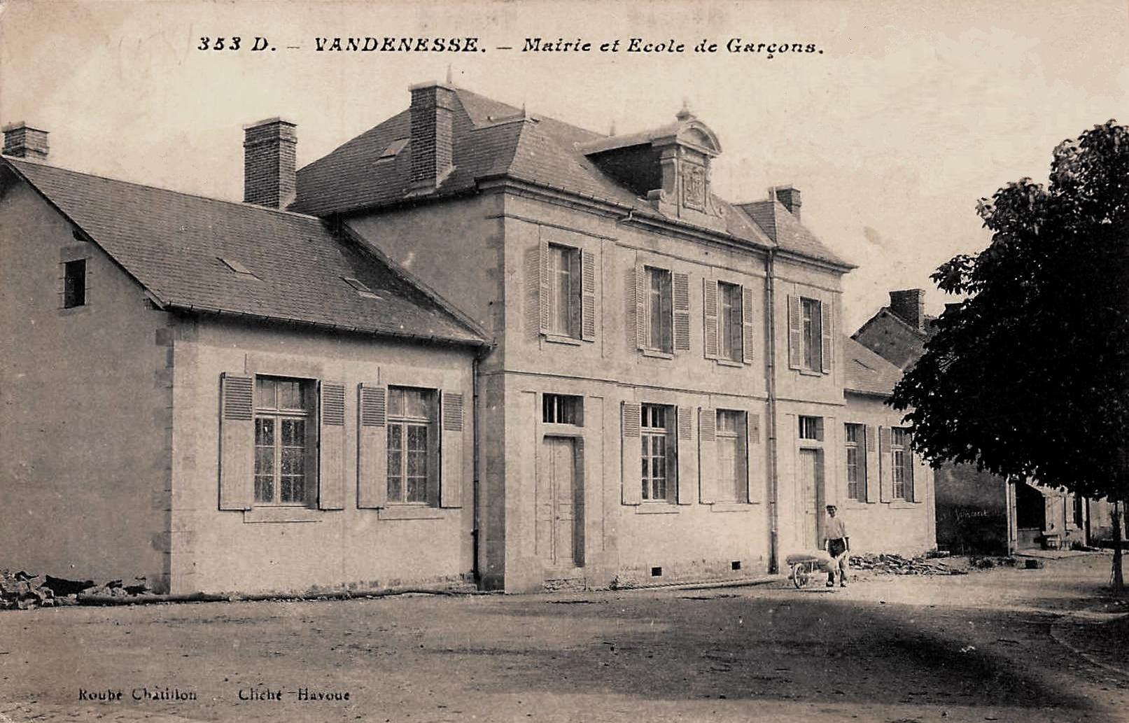 Vandenesse (Nièvre) L'école CPA