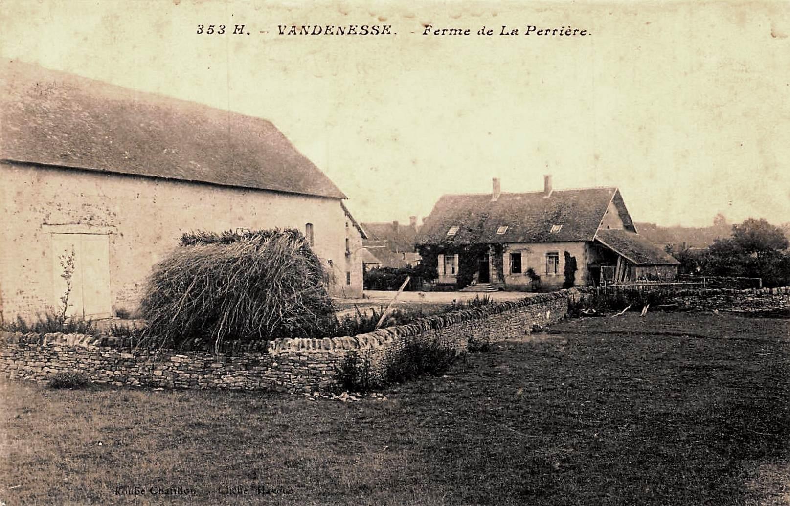 Vandenesse (Nièvre) La ferme de La Perrière CPA