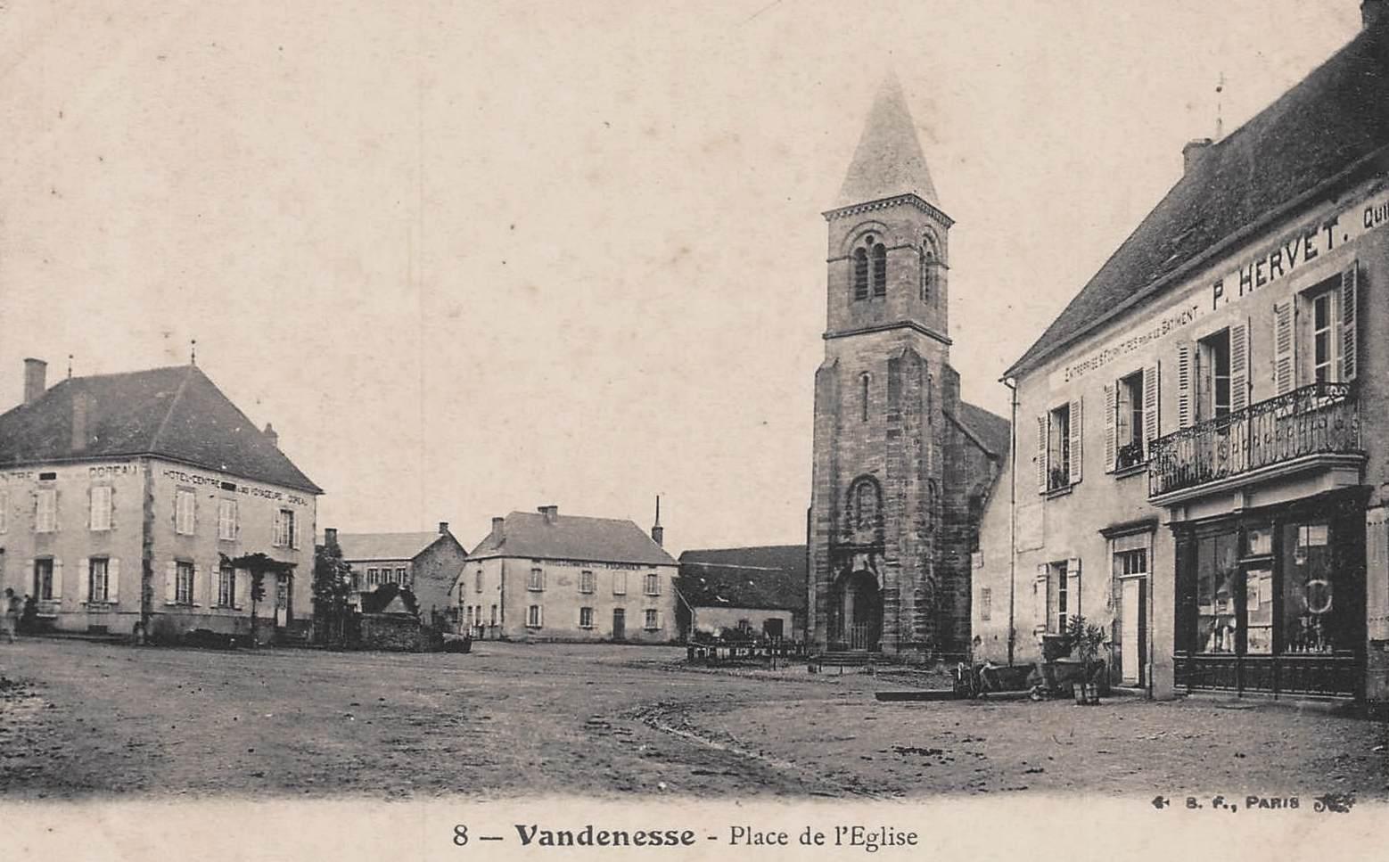 Vandenesse (Nièvre) La place de l'église CPA