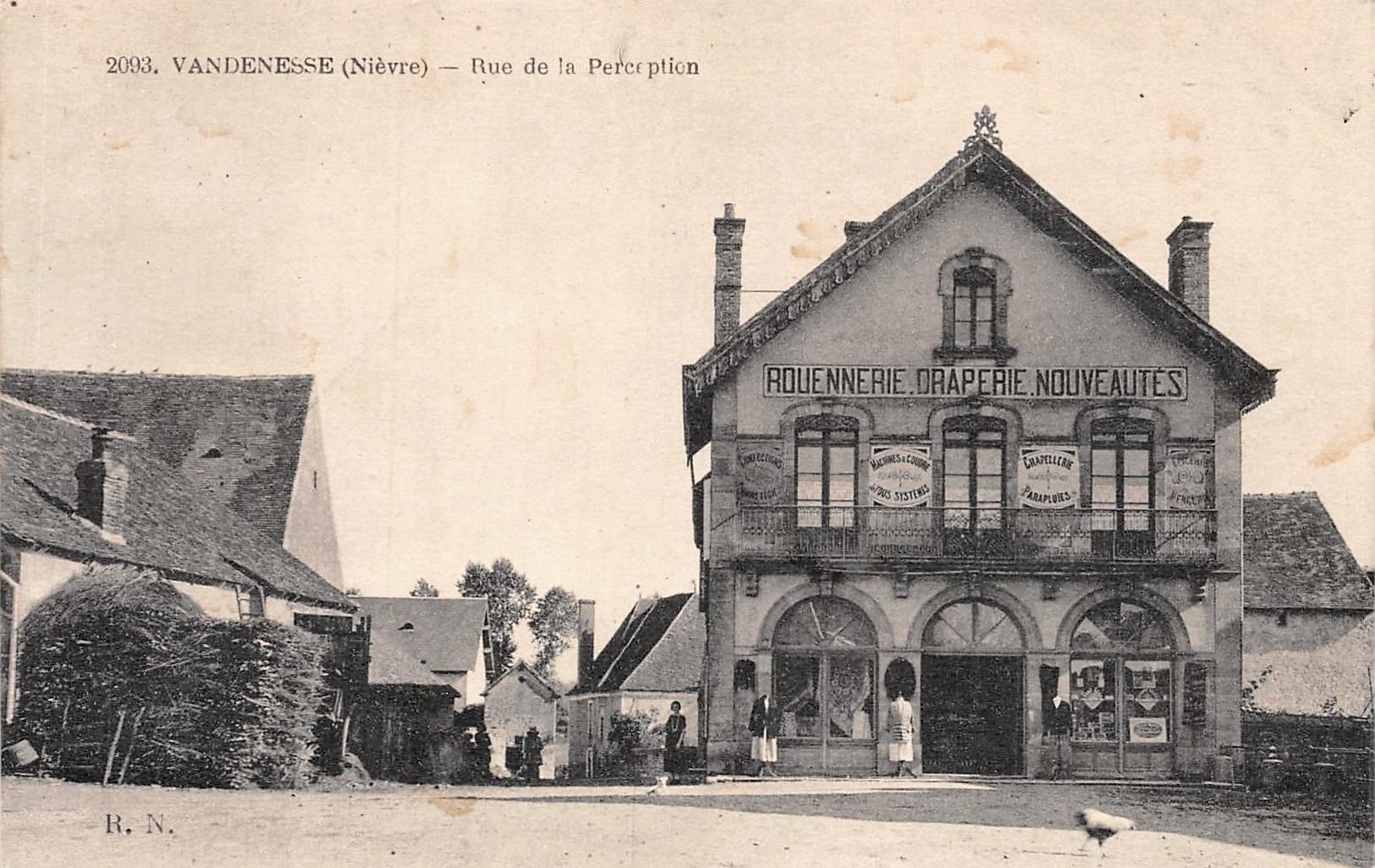 Vandenesse (Nièvre) La rue de la Perception CPA