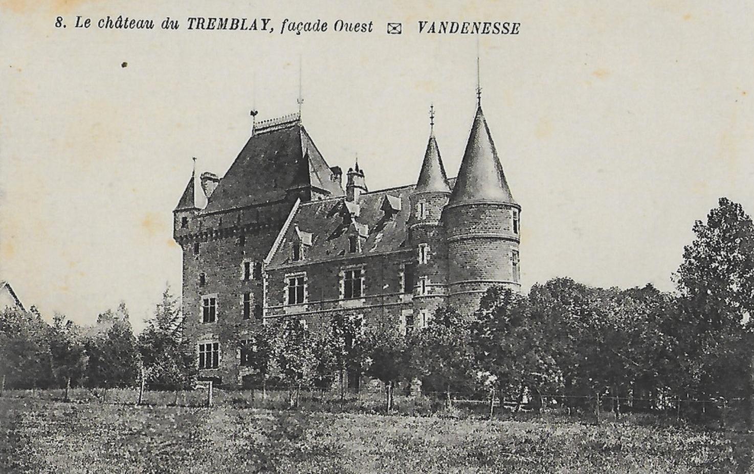 Vandenesse (Nièvre) Le château du Tremblay CPA