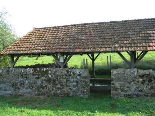 Vandenesse (Nièvre) Le Mousseau, le lavoir