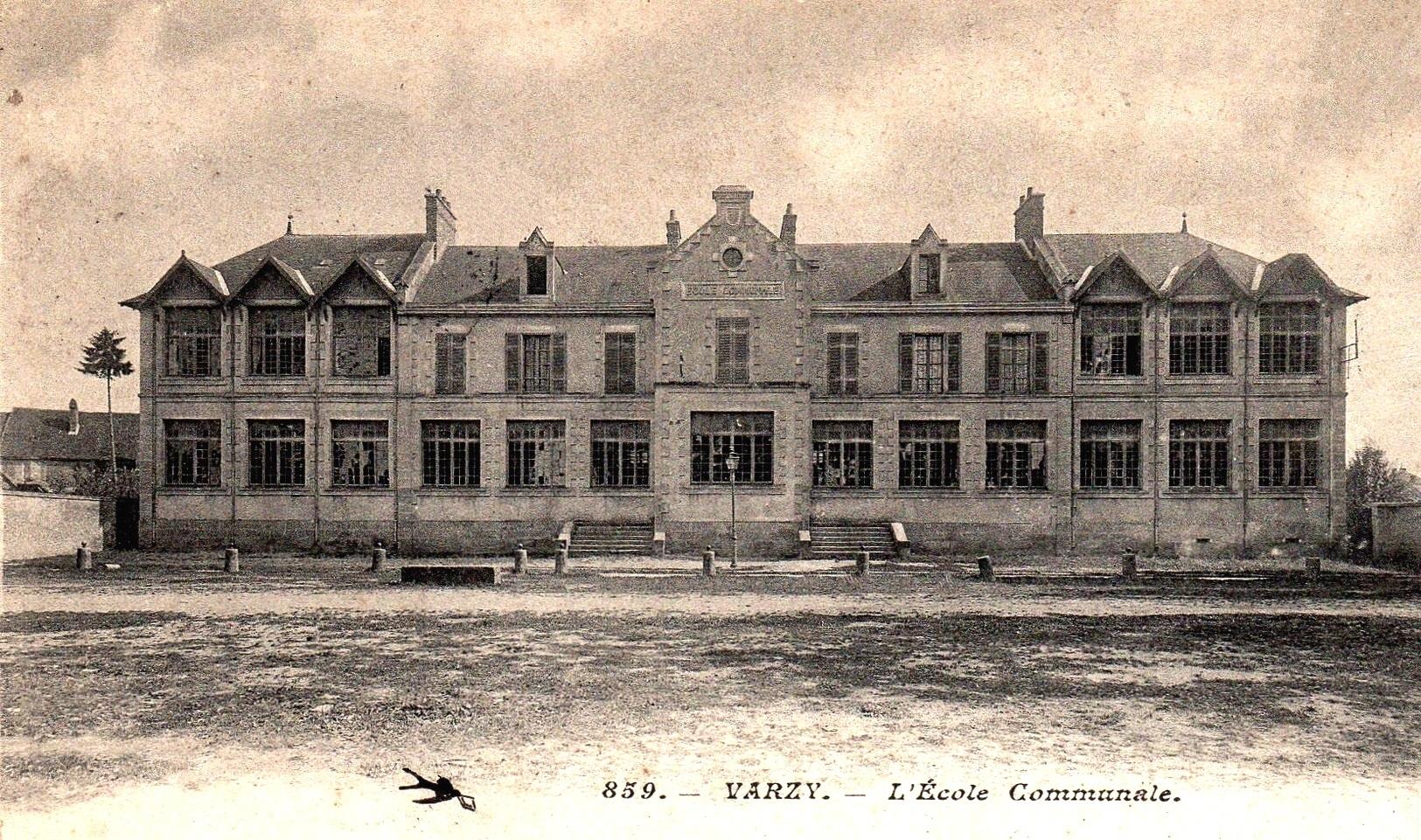 Varzy (Nièvre) L'école communale CPA