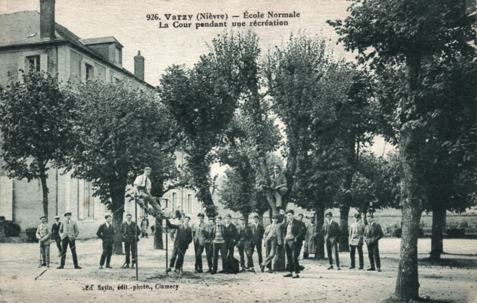 Varzy (Nièvre) L'école Normale CPA