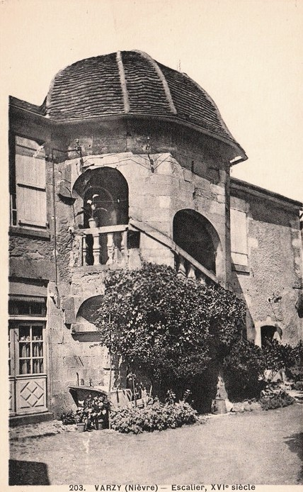 Varzy (Nièvre) L'escalier du XVIème siècle CPA