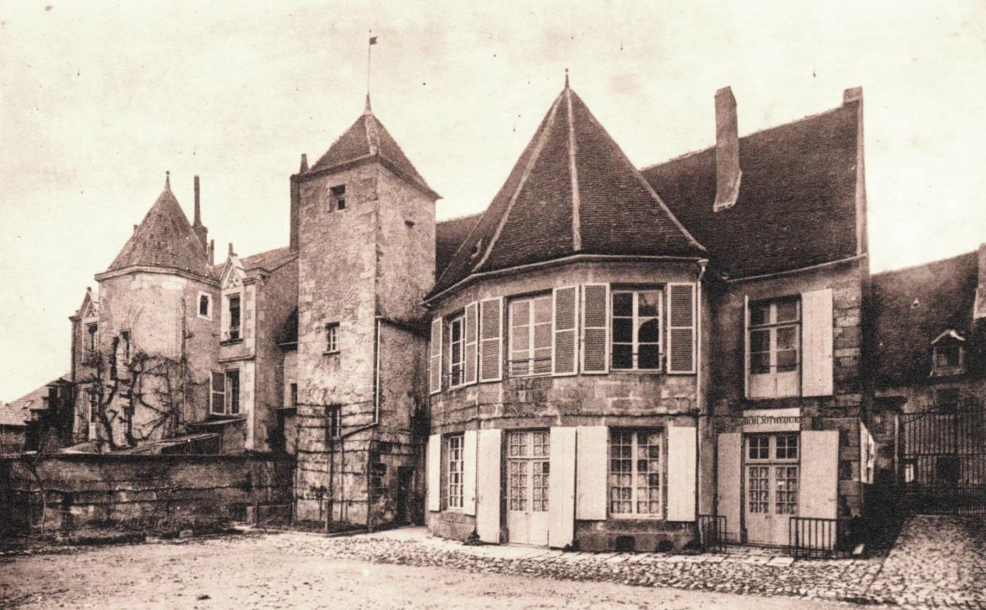 Varzy (Nièvre) L'Hôtel de Ville CPA