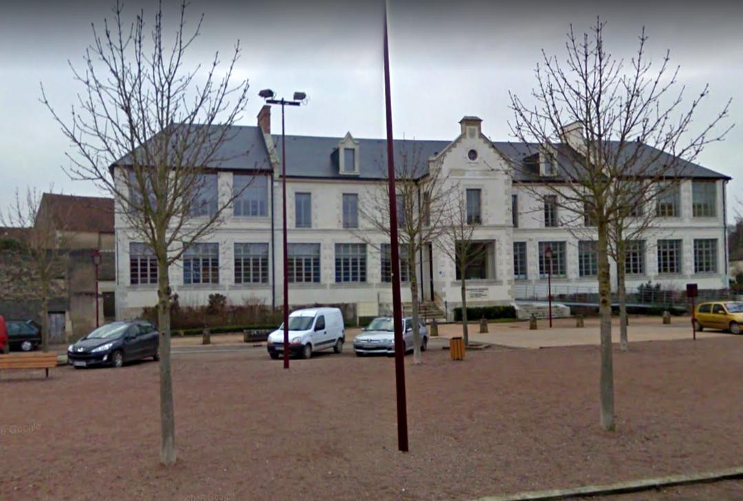 Varzy (Nièvre) Le siège de la Communauté de Communes
