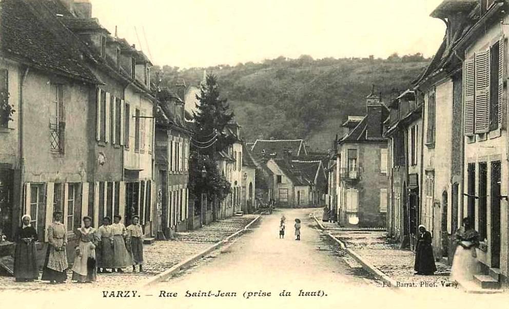 Varzy (Nièvre) La rue Saint Jean CPA