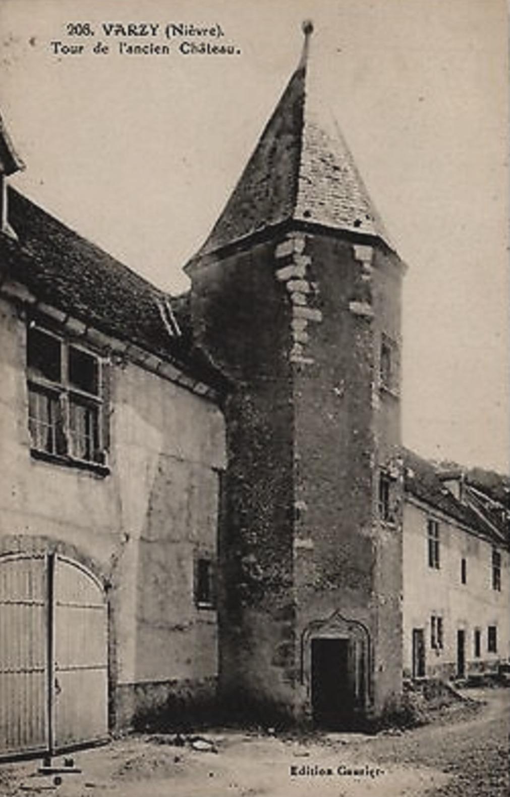 Varzy (Nièvre) Le vieux château, une tour CPA