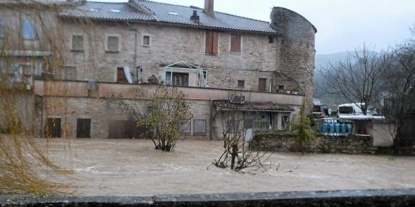 Versols-et-Lapeyre (Aveyron) La Sorgues en crue en 2014