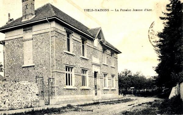 Vieils-Maisons (Aisne) CPA Pension Jeanne d'Arc