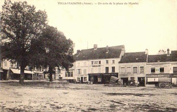 Vieils-Maisons (Aisne) CPA Place du marché