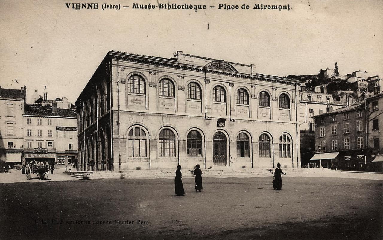 Vienne (Isère) La bibliothèque CPA