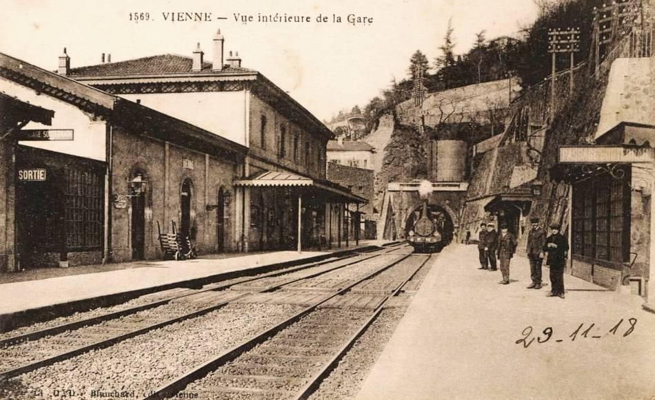 Vienne (Isère) La gare intérieure CPA