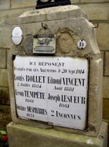 Autreches oise cpa 14 18 plaque victimes civiles 1914