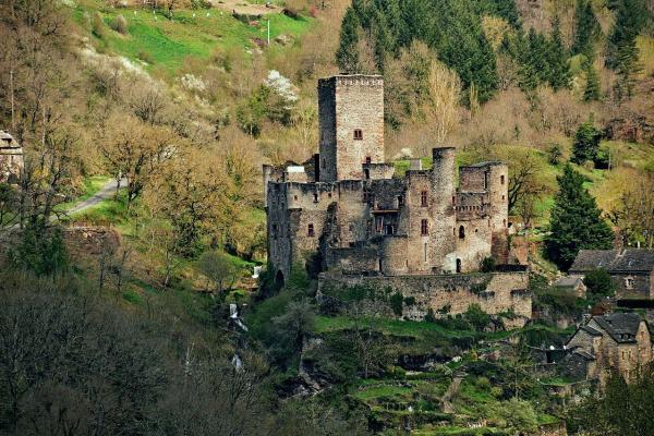 Belcastel aveyron le chateau