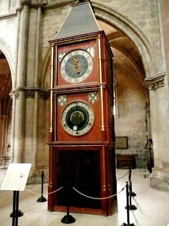 Bourges 18 l horloge astronomique de la cathedrale