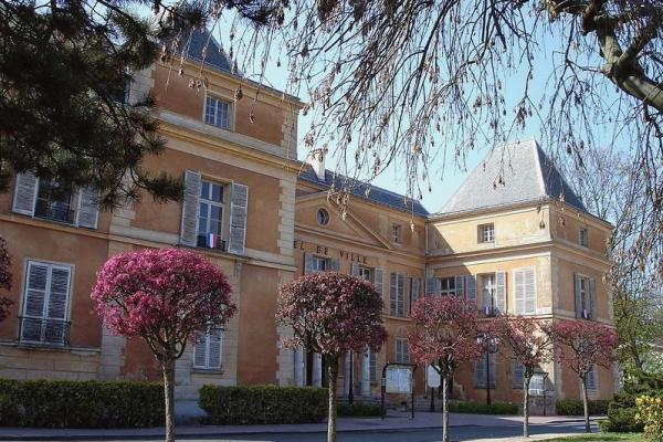 Clichy sous bois seine saint denis l hotel de ville ancien chateau