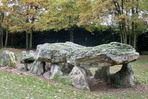 Epone yvelines l allee couverte de la justice du neolithique