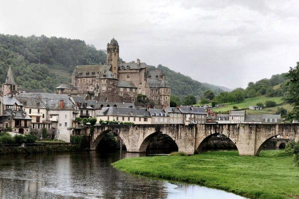 Estaing aveyron le chateau