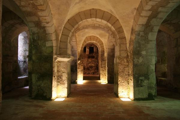 Lere cher la collegiale saint martin crypte romane