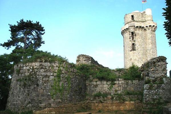 Montlhery essonne le chateau la tour