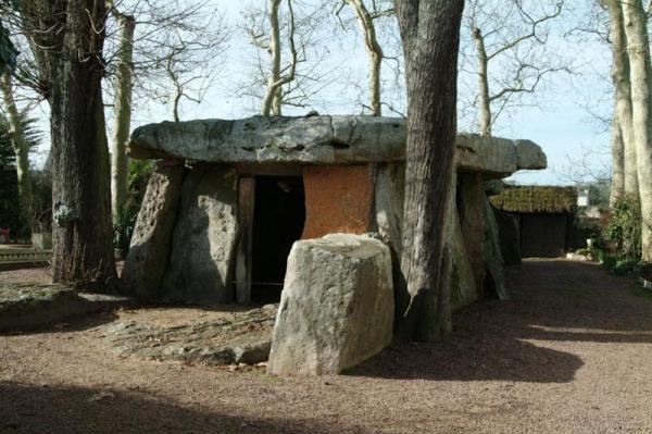 Saumur maine et loire le dolmen de bagneux