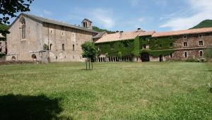 Sylvanes aveyron abbaye le cloitre