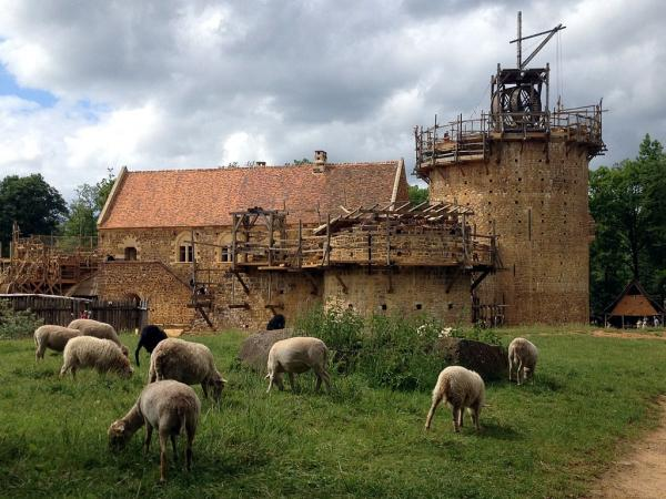 Treigny yonne le chateau de guedelon