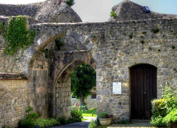 Yevre le chatel loiret la forteresse 1