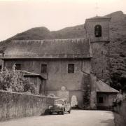 Aiguebelle (Savoie) L'église et le monument aux morts CPA