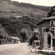 Aiguebelle (Savoie) Le monument hommage à Albert Bernard CPA