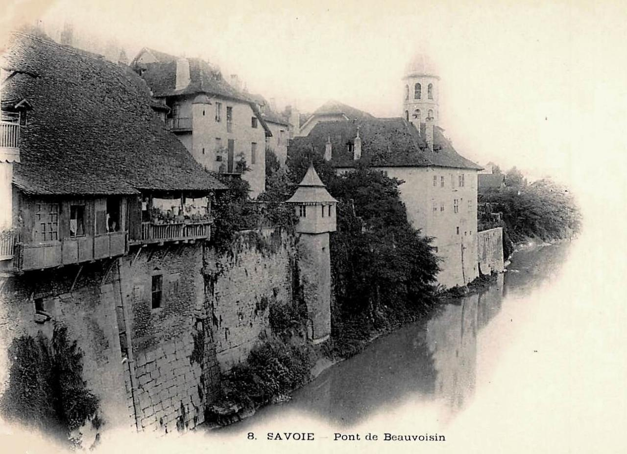 Aiguebelle (Savoie) Le pont de Beauvoisin CPA