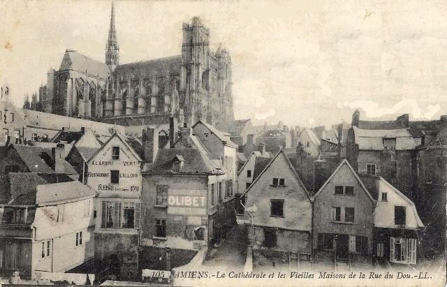 Amiens somme la cathedrale notre dame vue de la place du don cpa