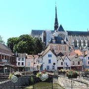 Amiens somme la cathedrale notre dame vue de la place du don