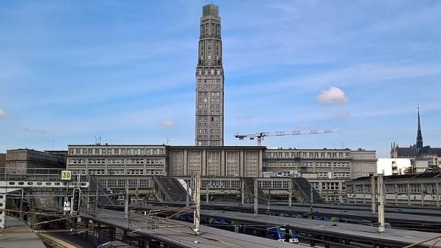Amiens somme la tour perret et la gare