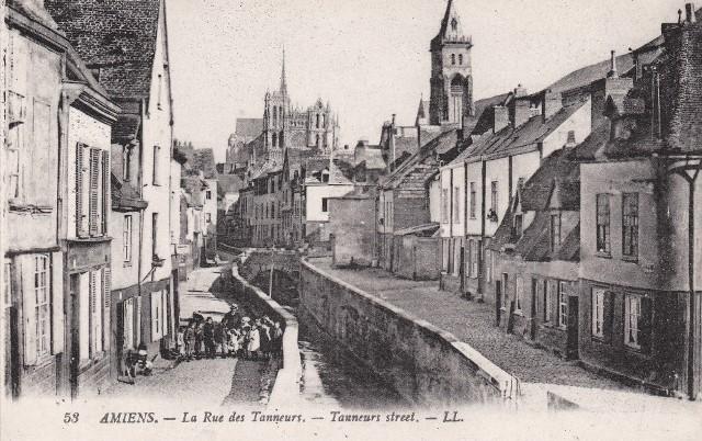 Amiens somme le beffroi et la rue ders tanneurs cpa