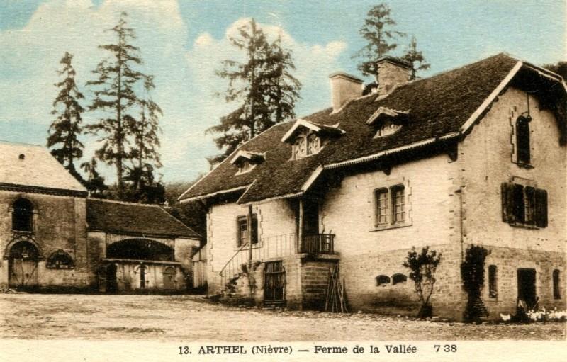 Arthel (Nièvre) La ferme de la vallée CPA