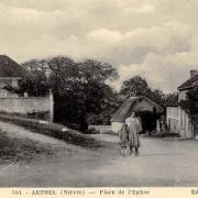 Arthel (Nièvre) La place de l'église CPA